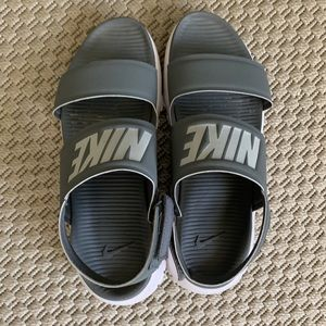 Nike sandals size 8 - grey - perfect for summer
